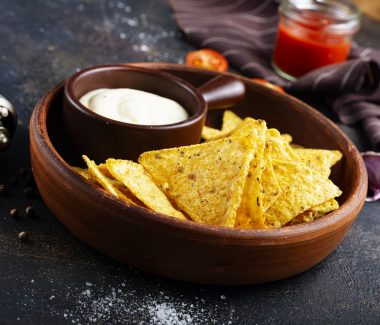 nachos with sauce in bowl, fcorn chips