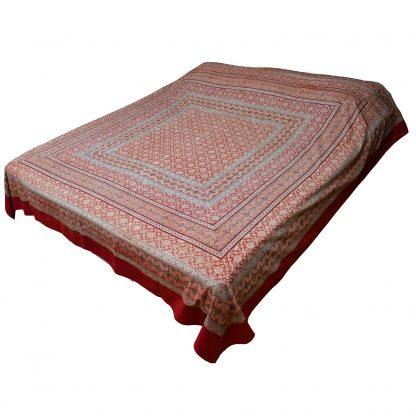 Sängöverkast-rödvit