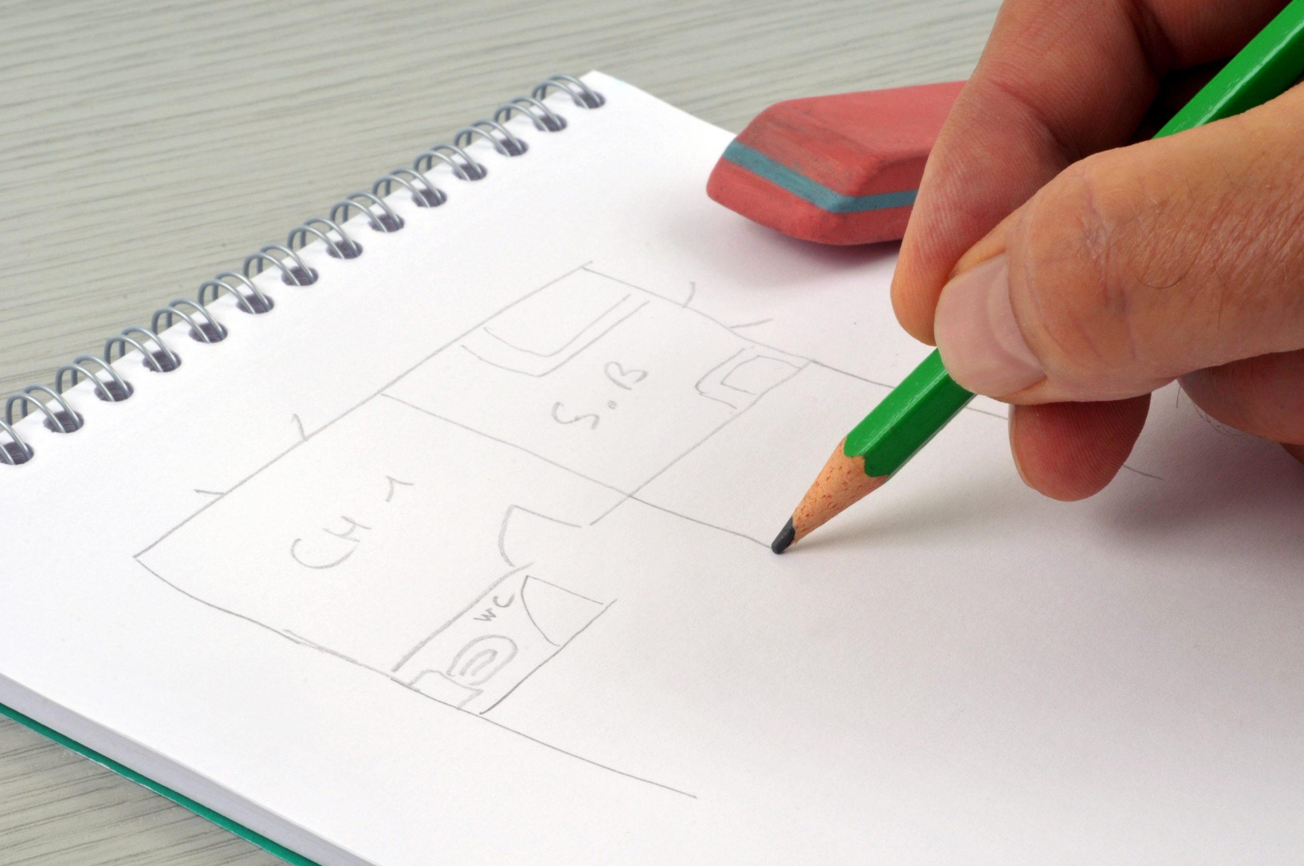 Tegner arealet til kontorlokalet.