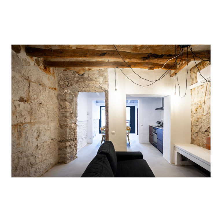 Proyecto reforma integral casa EstudioTInto - Diseño proyectos arquitectura - puerta salón reforma integral casa entre medianeras Bañolas Gerona