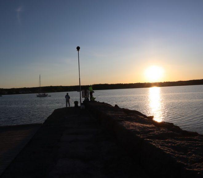 Fiskere i Soloppgang i Nevlunghavn