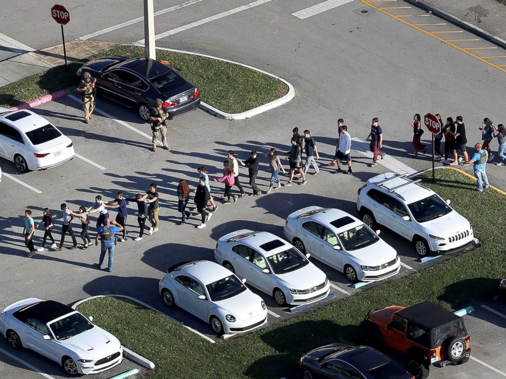 parkland-school-shooting-reaction-03-gty-jef-180214_4x3_992.jpg