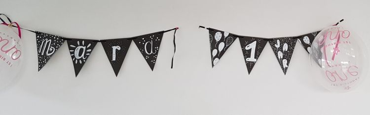 vlaggetjes handletteren als verjaardags versiering: mara 1 jaar