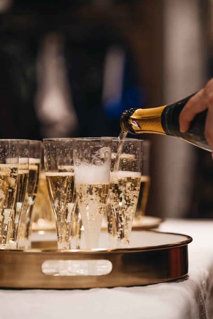 kraambezoek of babyborrel: de champagne is must