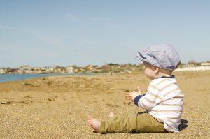 baby in zand