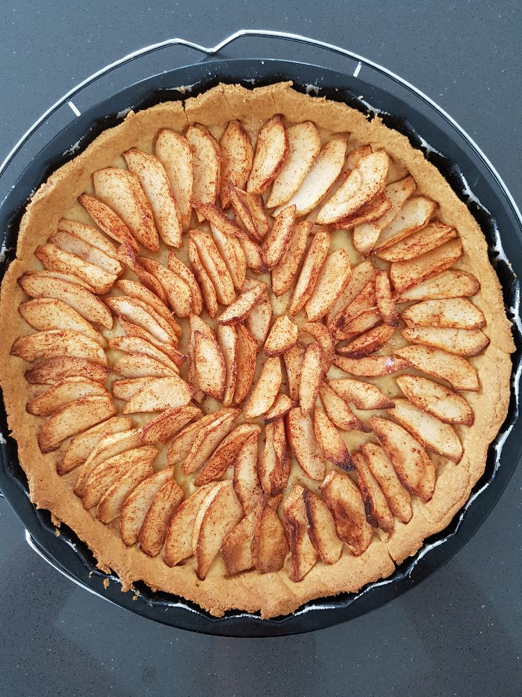 appeltaart met abrikozen confituur - na het bakken