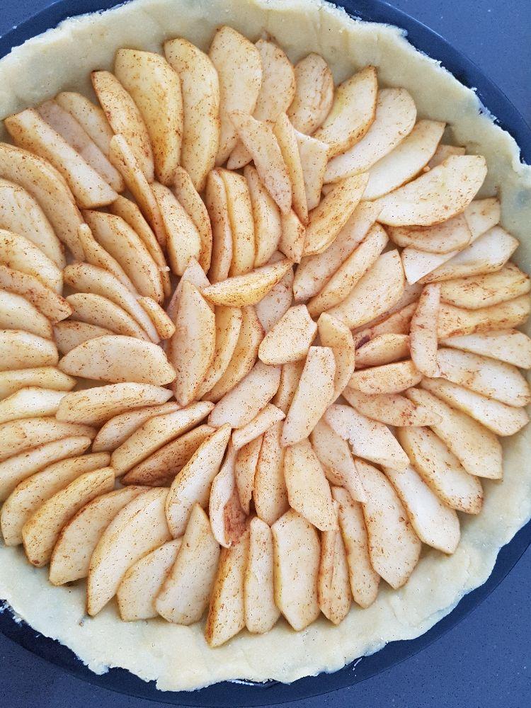 appeltaart met abrikozen confituur - voor het bakken