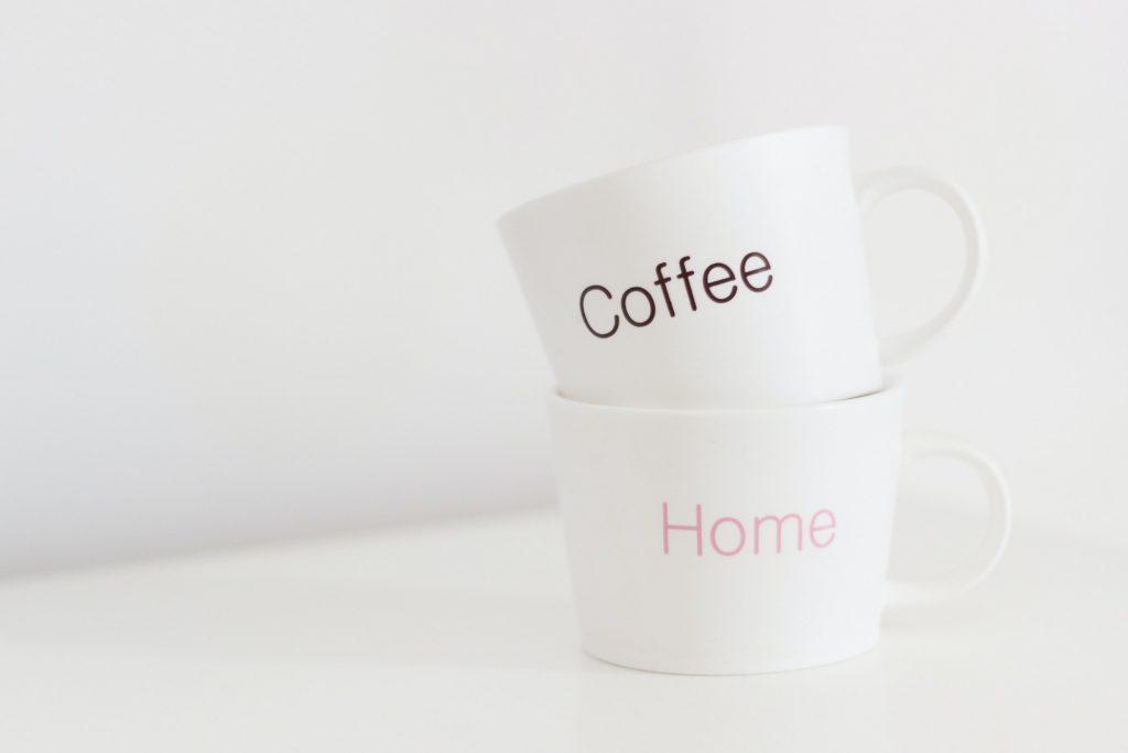 chocolade mug cake - koffietassen