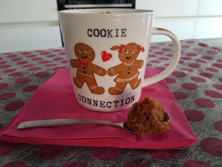 chocolade mug cake met lepel