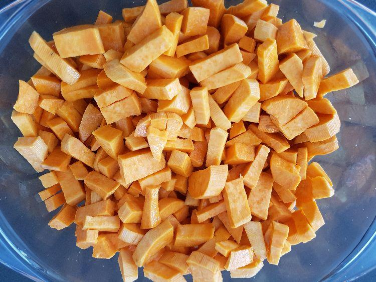 zoete aardappel in blokjes