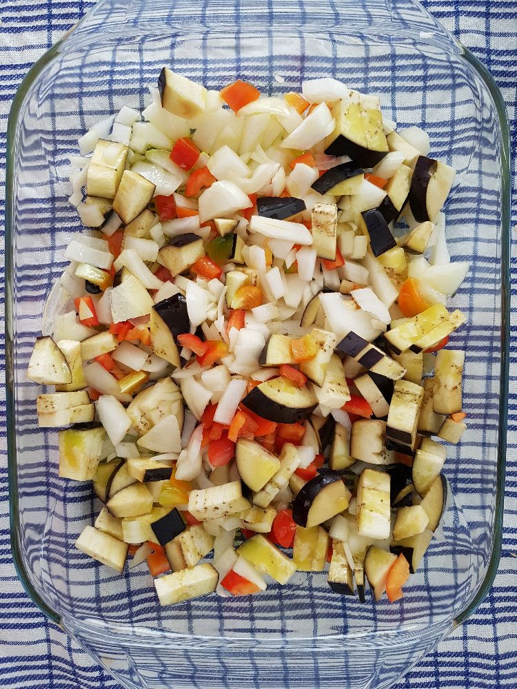 Griekse pasta salade in schotel