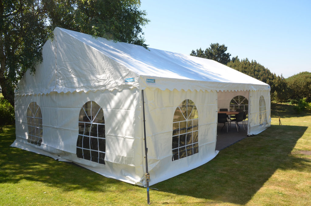 Tält, uthyrning, hyra, partytält 6x9 meter