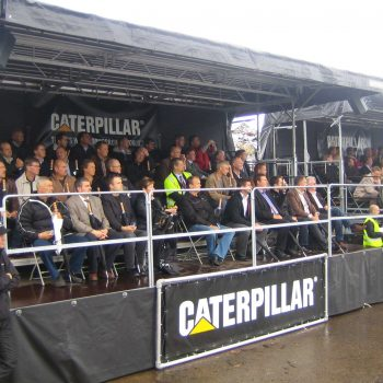 35. Caterpillar: Vipäktare 40 med tak uthyrd för event.