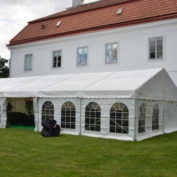 5. Bjärsjölagård Slott: Hyra för konferens; tält, golv, loungemöbler, m.m.