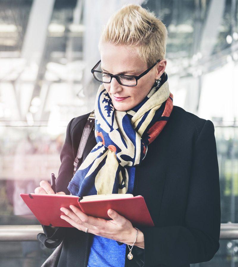 businesswoman-writing-waiting-flight-concept-PA72YZ6.jpg