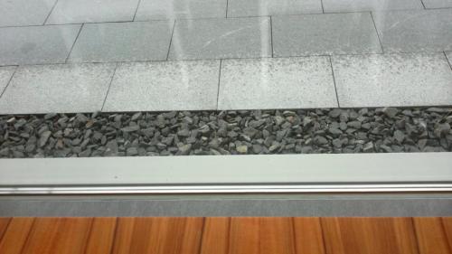 Dachüberstand modernes Fachwerkhaus bei Regen