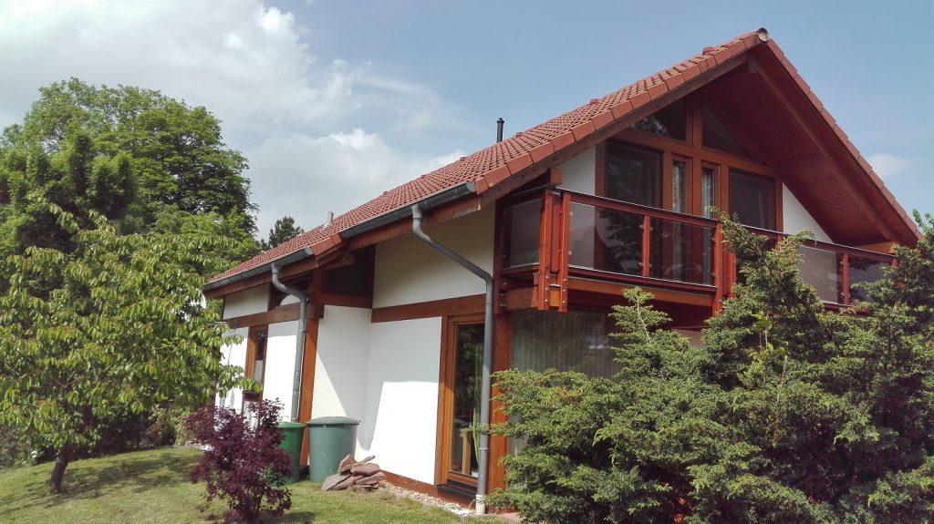 Modernes Fachwerkhaus Gartenansicht