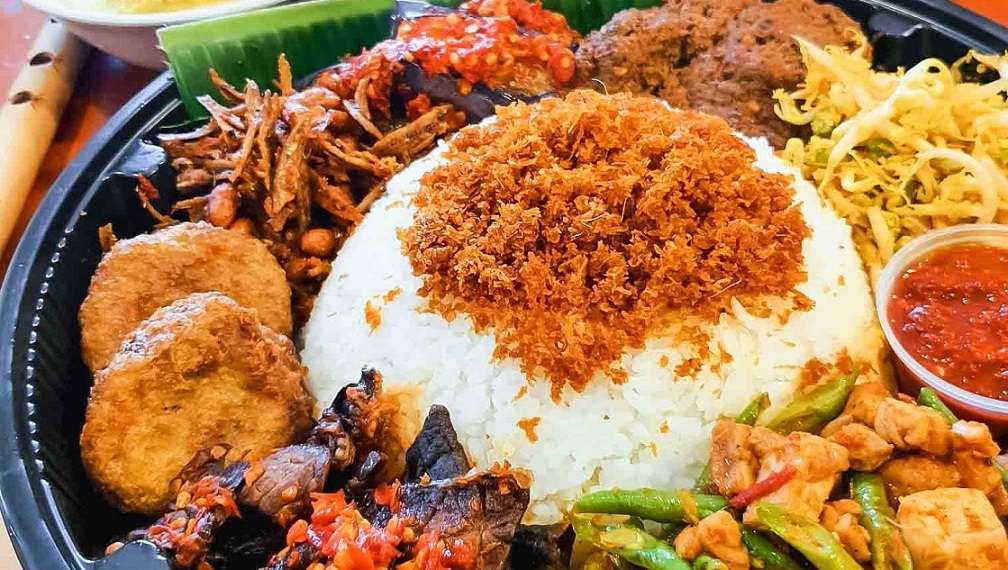 Where can you find the best Nasi Ambeng in Singapore?
