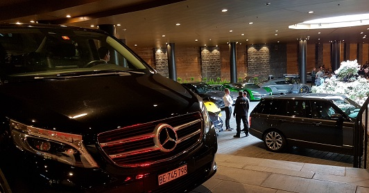 Limousine Service, comfort and prestige chauffeur driven car hire for business travel, VIP airport & Hotel Transfers.
