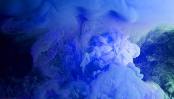 Rookbom voor gender reveal, blauwe rook voor een baby-boy
