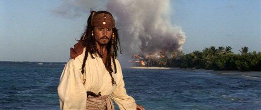 Enorm vuur trekt de aandacht, uit Pirates of the Caribbean