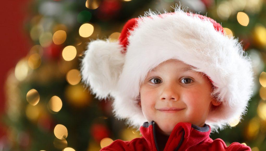 Dreng med julegave