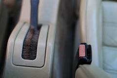 BMW-635-csi-press-seat-belt