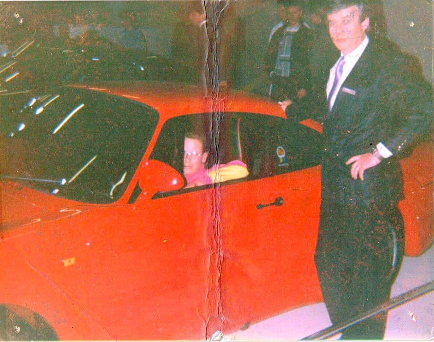 Peter in a red Porsche 959 from 1988