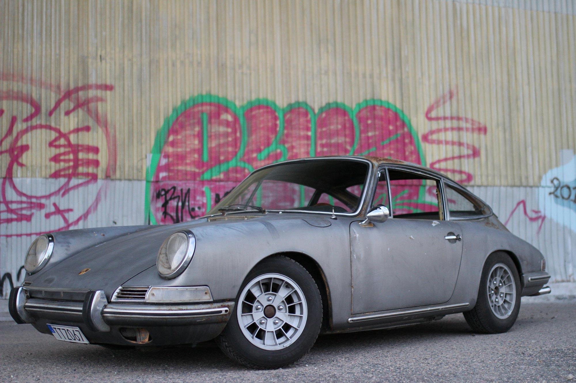 Patina Porsche 912 with its Ronal Kleeblatt rims with a graffiti backdrop