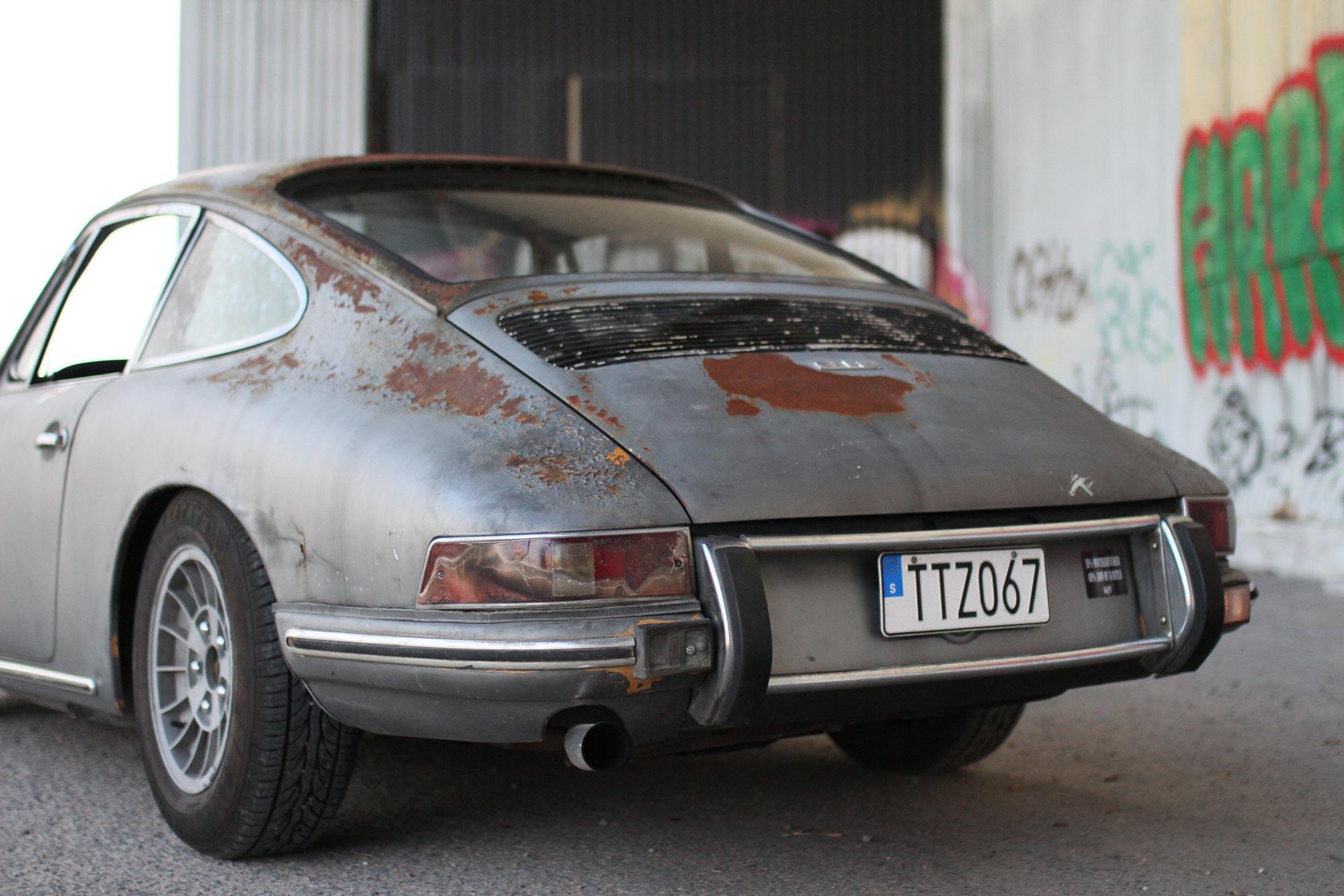 Brandskadad vänster bakljus på Porsche 912:a.