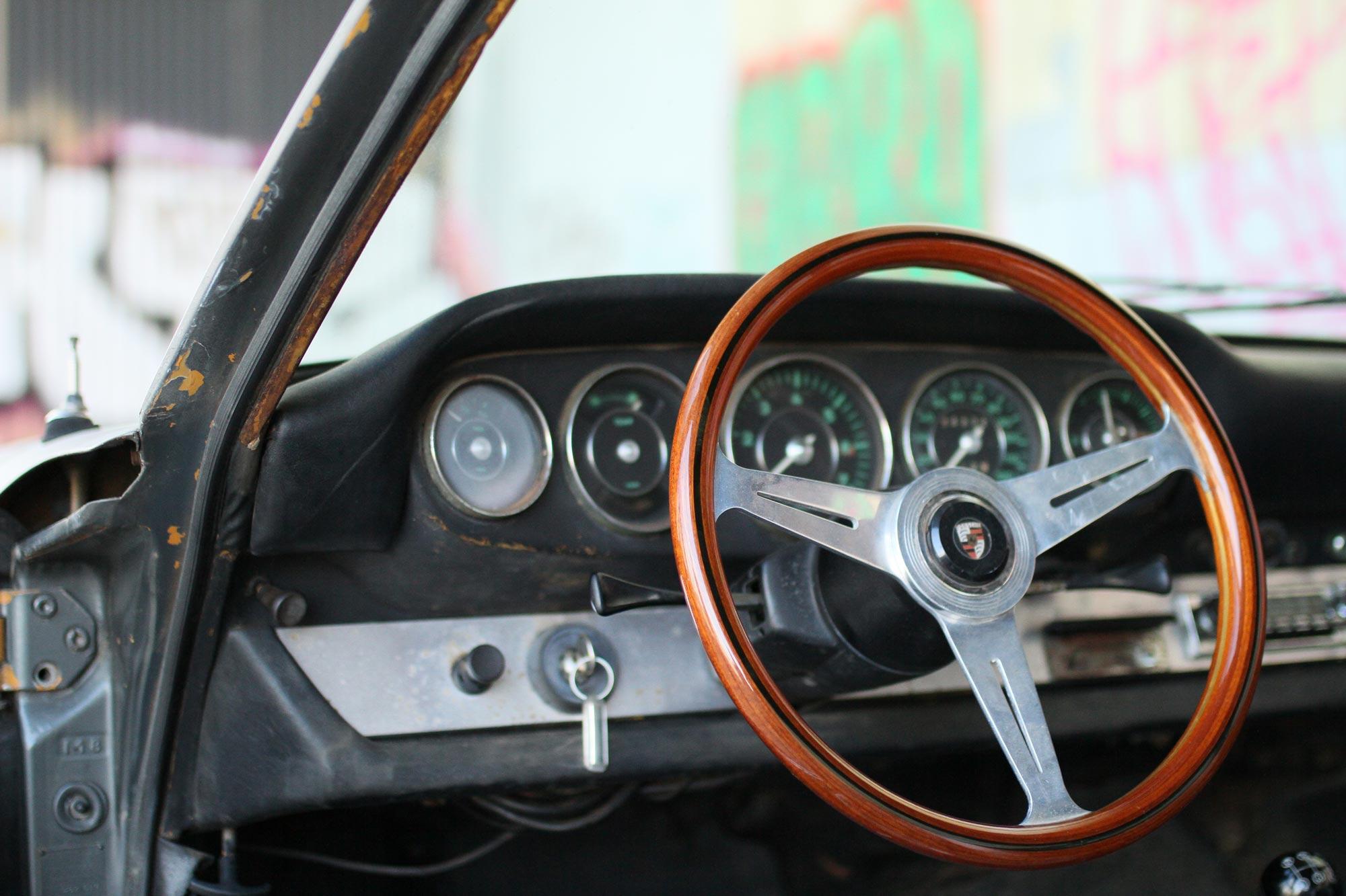 A wooden Nardi steering wheel in the Patina Porsche 912