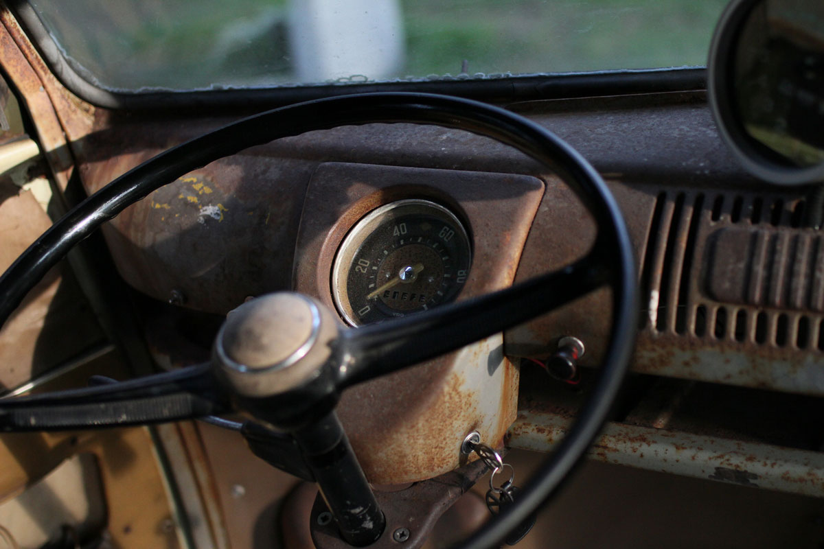 speedometer of a Kleinbus 1957