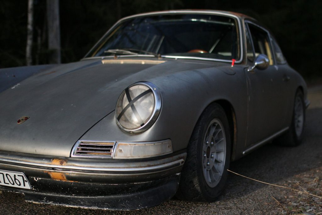 Left front of a Rusty PAtina Porsche 912