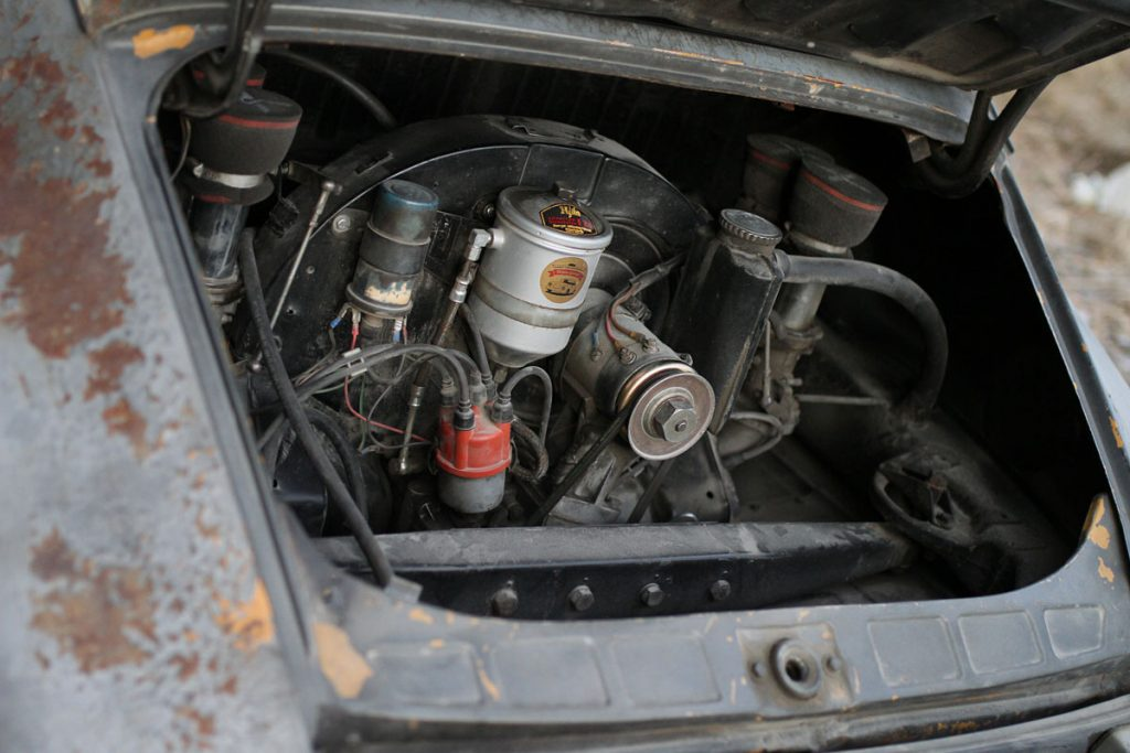 Engine in a rusty patina Porsche 912