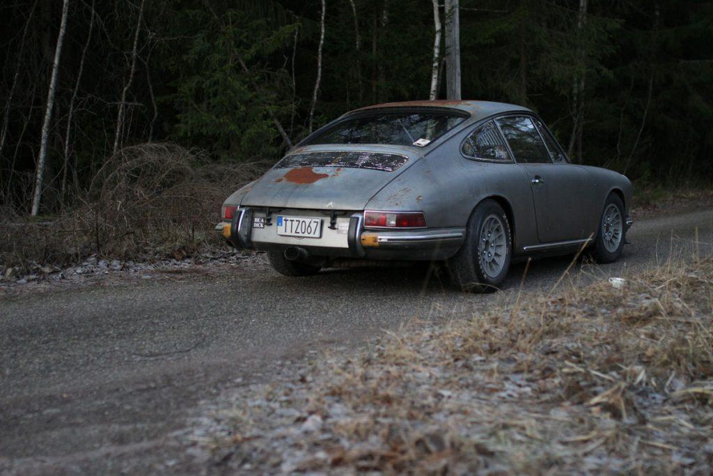 Patina Porsche 912 - from left behind
