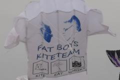 Team kite present