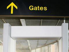 Kvinde i lufthavnen