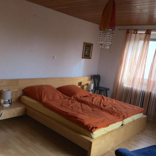 Doppelbett im Elterschlafzimmer