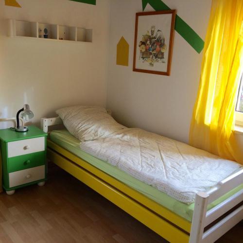 Zweites Einzelbett im Kinderzimmer