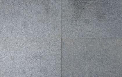 Tegels donker grijs graniet gevlamd en geborsteld 100x50x3cm