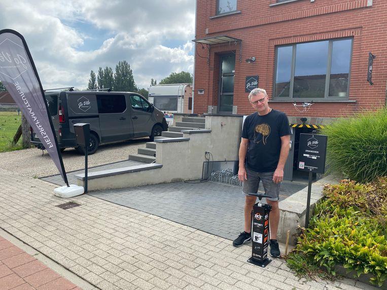 """JoVélo lanceert fietspompstation: """"Dit ontbrak in de buurt"""""""