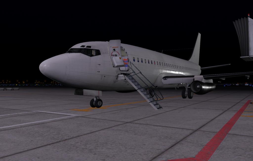 Nedsläckt 737-200 med öppen dörr