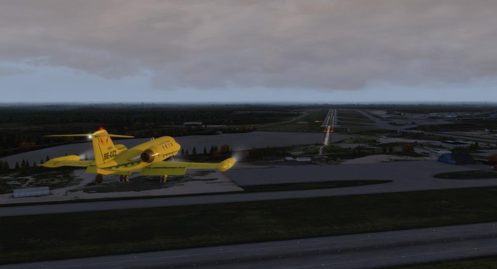 Final bana 19L Arlanda med Mediflight Learjet35a