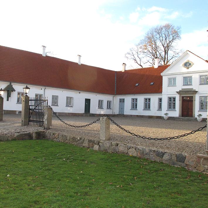 Hovedbygning Glintholm gårdsplads