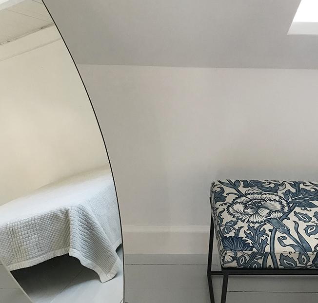 Soveværelse, spejl, bænk