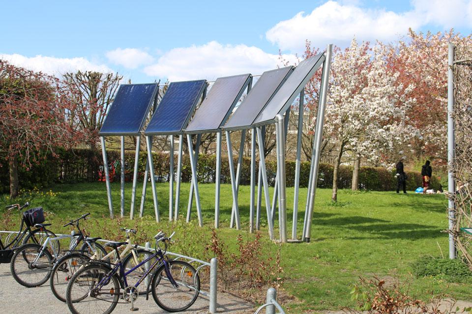 Используется энергия солнца, Ботанический сад Aarhus, Дания