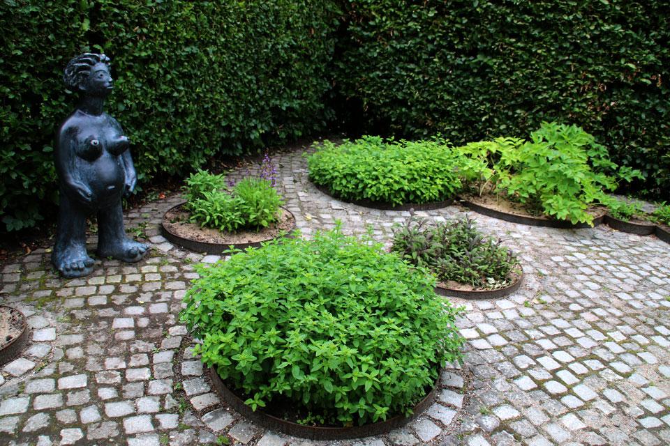 Круглые грядки с пряными и ароматными растениями