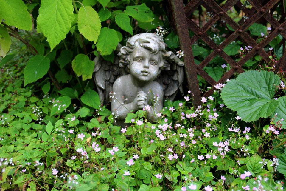 Античный декор в саду в стиле Ренессанс