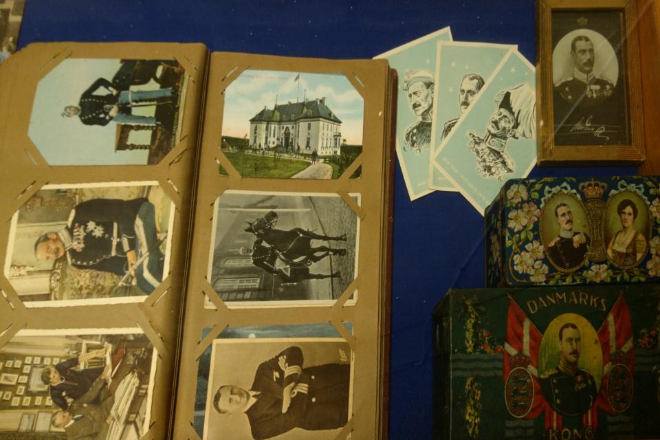 Старая фотография дворца Марселисборг в фотоальбоме