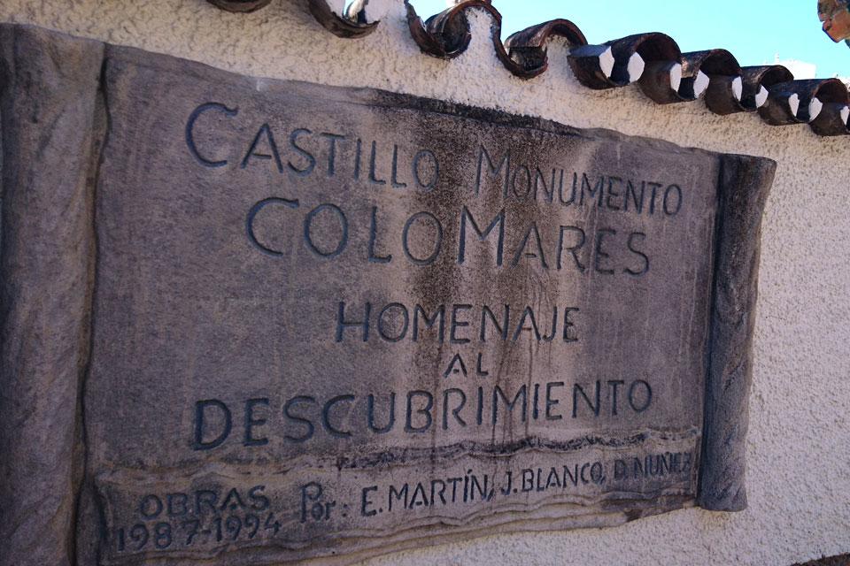 У входа в замок Коломарес